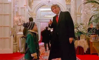 Donald Trump in popular culture - Donald Trump and Macaulay Culkin in Home Alone 2: Lost in New York