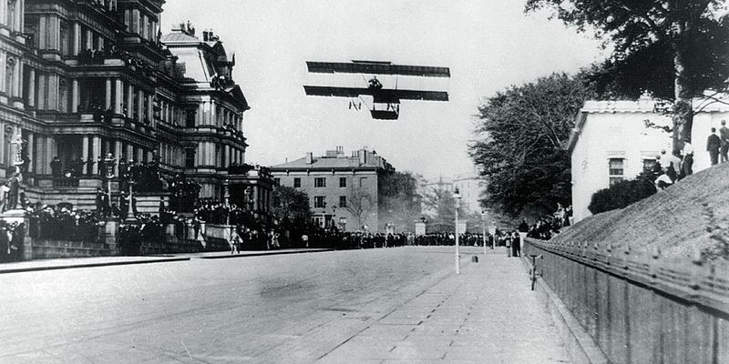 File:Claude Grahame-White landing his biplane on West Executive Avenue October 14th, 1910 (wide crop).jpg
