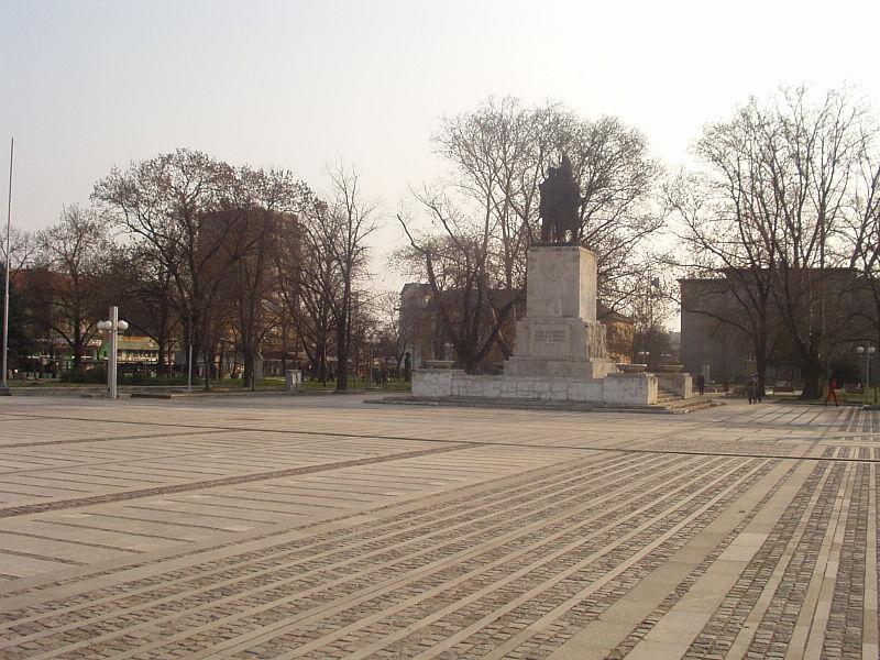 800px-Lom_Freedom_Square.jpg