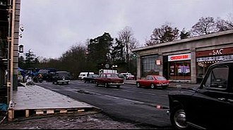 The Bank Job - Screenshot illustrating how a special outdoor set was constructed for production of the film.