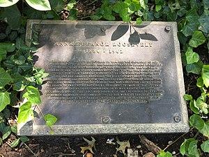 Eleanor Roosevelt Monument - Image: Eleanor Roosevelt Monument Biographical Plaque