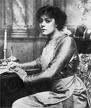 Irene Vanbrugh - Vanbrugh in 1910
