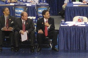 Pitino coaching the Louisville Cardinals