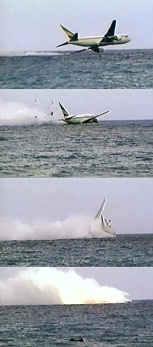 Ethiopian Airlines Flight 961 - Sequence showing the ditching of the aircraft; this was recorded by a South African tourist.