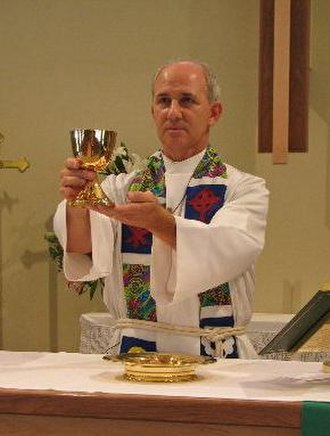 Elevation (liturgy) - A Lutheran priest elevating the wine in the Divine Service