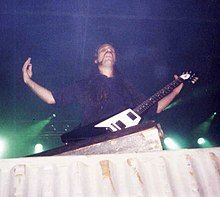 Hugo Mariutti playing at Monsters of Poços 2003.jpg