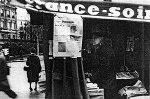 Dimanche - A parisian news stand selling Dimanche, November 27, 1960