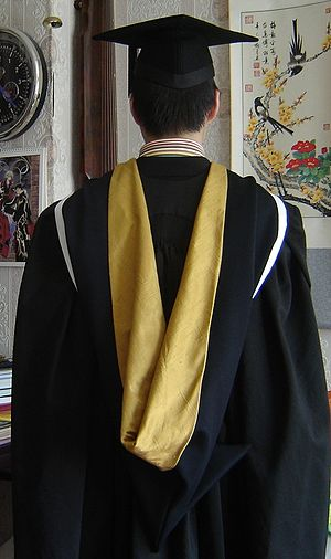 Academic dress of University of Melbourne - The BHort/BAgr hood (not normally worn with a mortarboard)