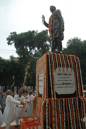 Daroga Prasad Rai - A statue of Daroga Prasad Rai. The photograph shows Chief Minister of Bihar, Nitish Kumar paying tributes to Sri Daroga Prasad Rai (September 2, 2007)