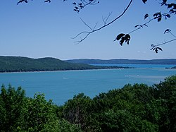 Glen Lake (Leelanau County, Michigan).jpg