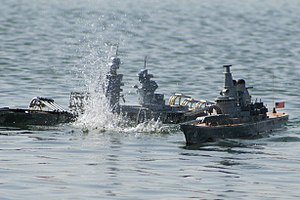 Model warship combat - NTXBG's Richelieu and Missouri duke it out on the water
