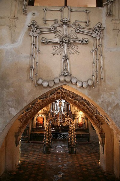 File:Sedlec Ossuary Entrance.jpg