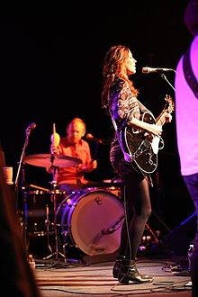 Tristan Prettyman on stage - 2.jpg