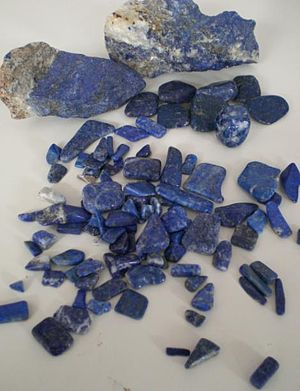Azure (color) - Rough and polished Lapis lazuli.