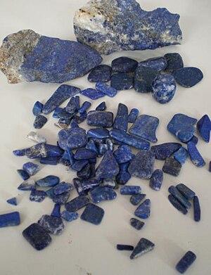 Azure (color) - Rough and polished Lapis lazuli.