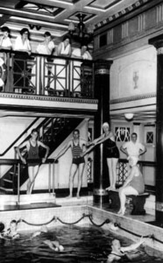 RMS Viceroy of India - Image: Swimming Pool on the V O I