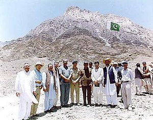 Chagai-I - The PAEC testing team at Koh Kambaran, with team leader Samar Mubarakmand (right of the man in the blue beret), Tariq Salija, Irfan Burney, and Tasneem Shah. The better known A. Q. Khan of Kahuta Research Laboratories (KRL) is left of the man in the blue beret (who may be General Zulfikar Ali).