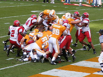 2007 Tennessee Volunteers football team - Arian Foster dives over the pile to score.