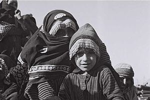 Mawza Exile - Jewish mother and daughter in Yemen, 1949