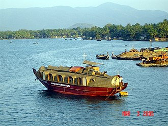 Kali River (Karnataka) - Leisure boats on Kali River