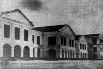 Raffles Institution - An undated photo of the original Raffles Institution building at the junction of Bras Basah and Beach Road (the site diagonally opposite SAF Warrant Officers and Specialists Club building)