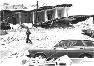 1983 Coalinga earthquake - A destroyed building on 5th Street in Coalinga