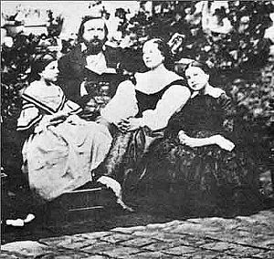 Théophile Gautier - Théophile Gautier, his wife Ernestina Grisi-Gautier and their daughters Estelle and Judith. Photograph taken around 1857.