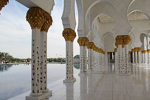 Sheikh Zayed Mosque - Image: Water mirror and columns in Sheikh Zayed Mosque
