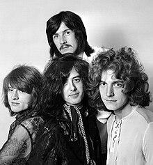 Led Zeppelin en 1969. Maldekstre dekstren: John Paul Jones, John Bonham (supre), Jimmy Page kaj Robert Plant