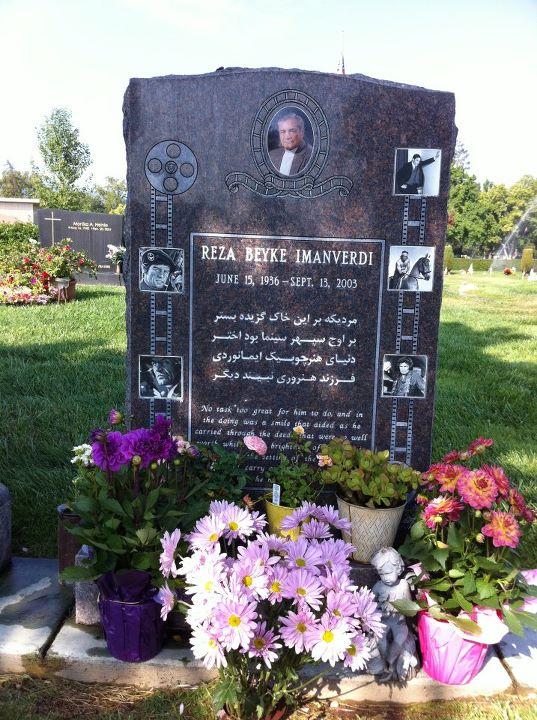 ارامگاه مرحوم رضا بیک ایمانوردی در امریکا عکس