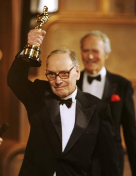 پرونده:Ennio Morricone Receiving Honorary Oscar.jpg - ویکی‌پدیا ...