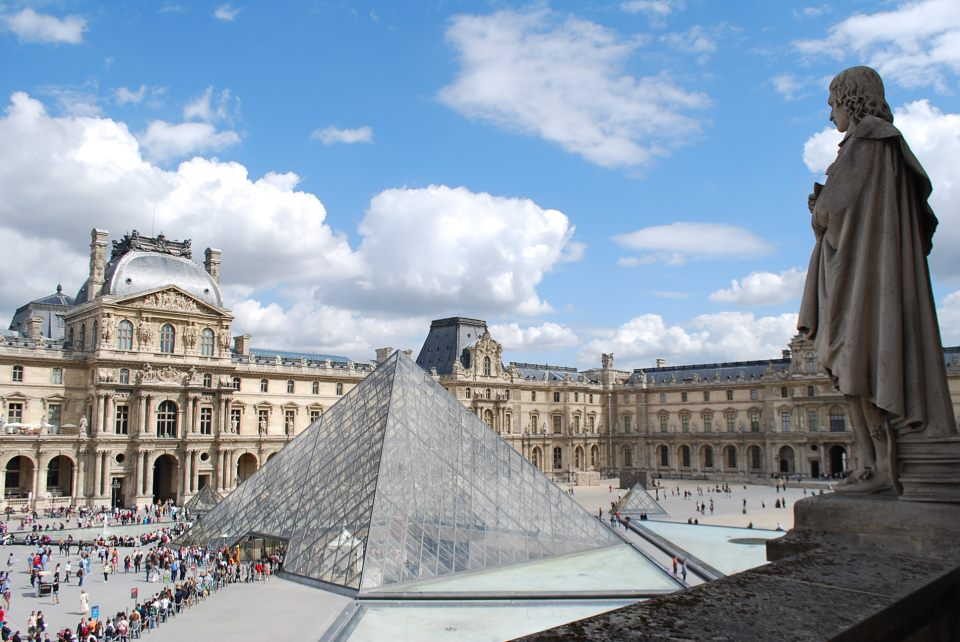 """The image """"http://upload.wikimedia.org/wikipedia/fa/7/79/Louvre_2011.jpg"""" cannot be displayed, because it contains errors."""