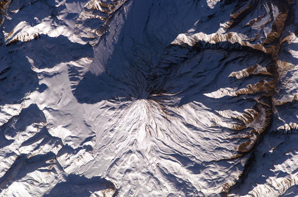 http://upload.wikimedia.org/wikipedia/fa/archive/2/2b/20070423100114%21Damavand_summit.jpg