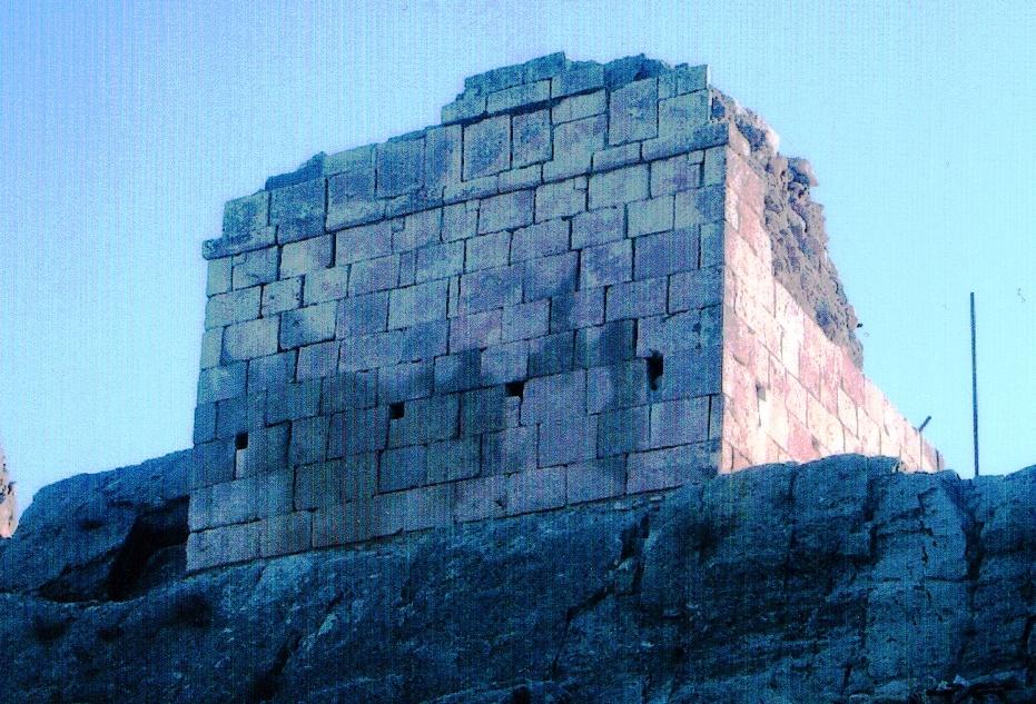 آرامگاه جاماسب حکیم و قلعه آن
