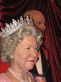 اختیارات و قدرت واقعی و عملی ملکه الیزابت پادشاه بریتانیا