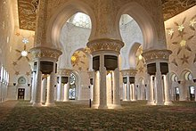 Interior of Main Hall in Sheik Zayed Mosque.jpg