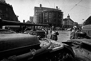 Man in front of the Tank Czechoslovakia 1968.jpg