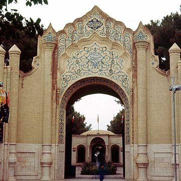 http://upload.wikimedia.org/wikipedia/fa/thumb/9/94/Museum_-_kerman.jpg/360px-Museum_-_kerman.jpg