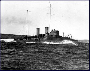 HMCS Tuna at speed.
