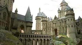 350px Hogwarts2 دانلود مجموعه فیلم های هری پاتر دوبله فارسی