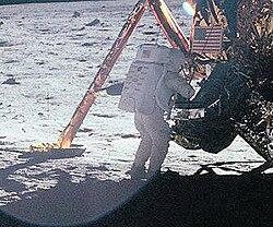 Ihminen Kuussa