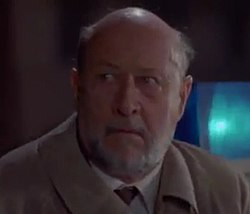 Donald Pleasence as Dr. LoomisH5.jpg