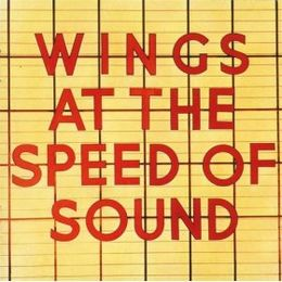 Studioalbumin Wings at the Speed of Sound kansikuva
