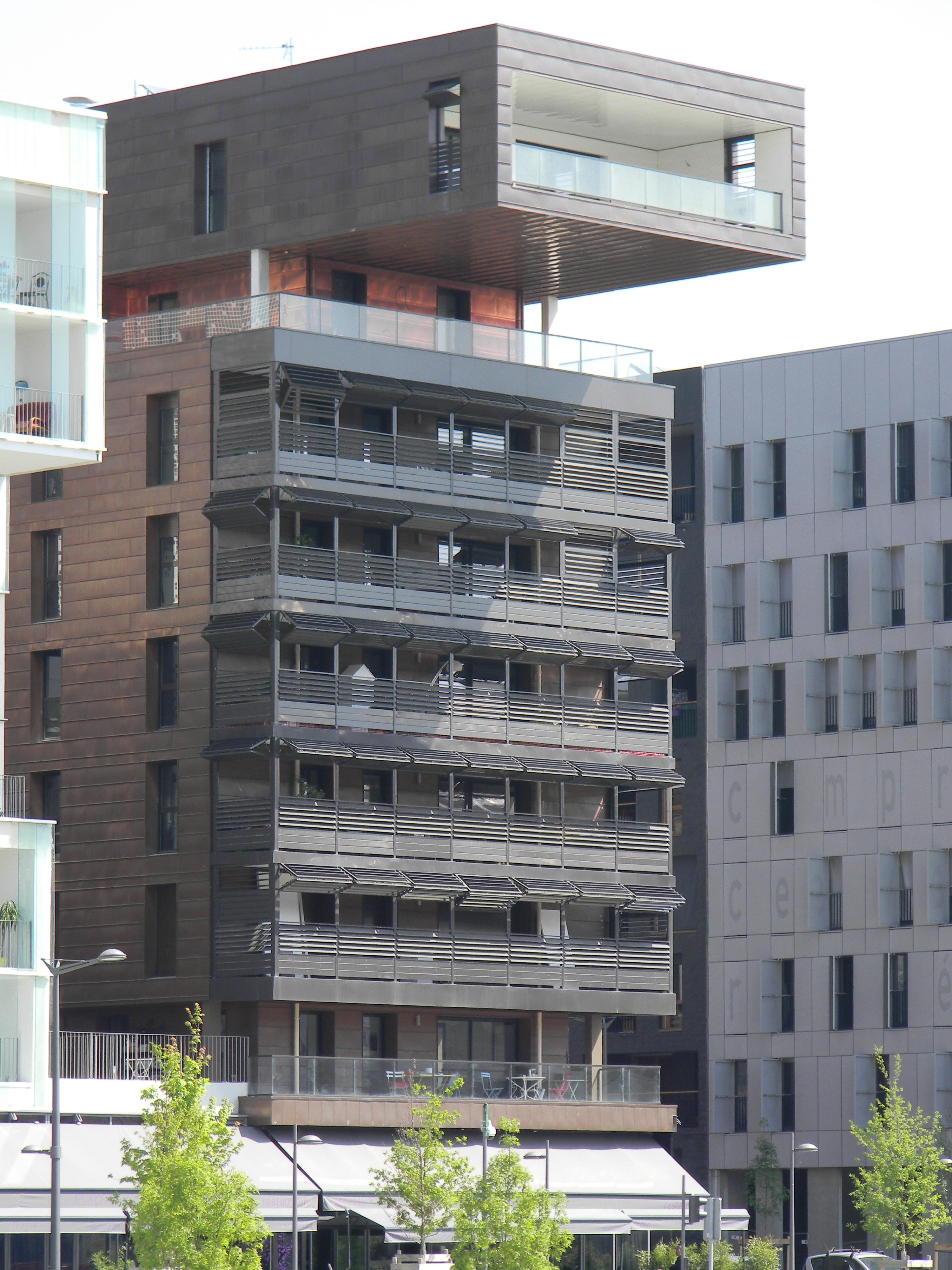fichier confluence lyon batiment balcon profond jpg wikip dia. Black Bedroom Furniture Sets. Home Design Ideas
