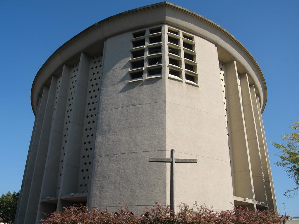 Objet Moderne : Église saint julien de caen — wikipédia