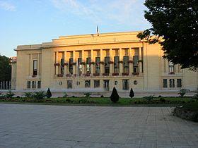 L'hôtel de ville (1931-1933), dû à Jean Niermans.