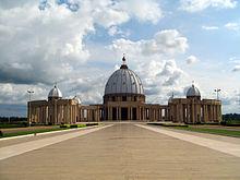 allmän bild av en kupol som överstiger en peristyle med dubbla kolumner