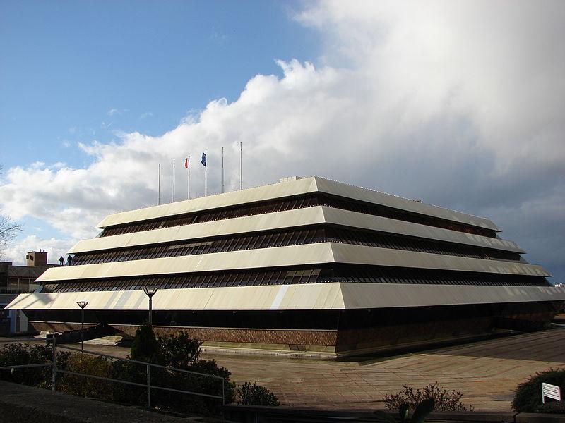 Fichier:Mairie Nanterre Immeuble Pyramide.JPG