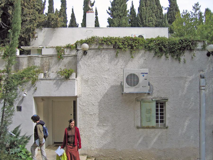 מודרני בית עגנון – ויקיפדיה NH-32