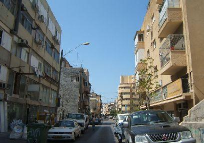 How to get to פלורנטין with public transport- About the place